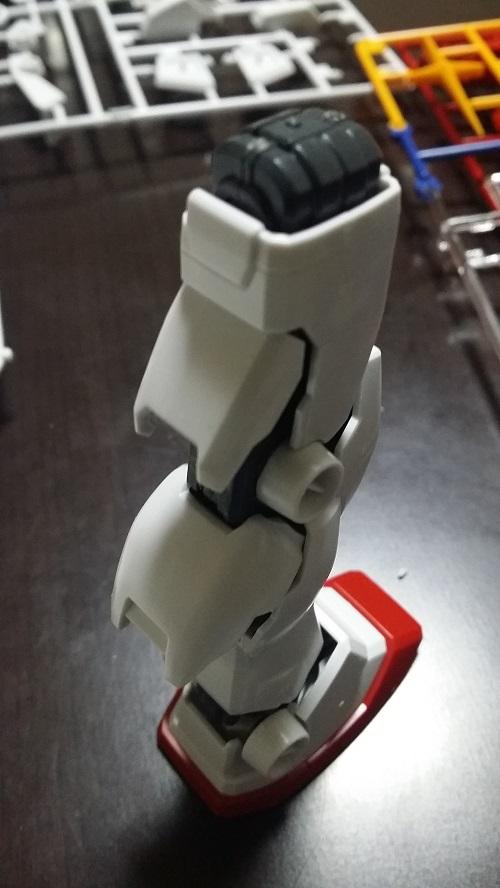 MG 1/100 RX-78-2 ガンダム 脚のパーツ解説その12 外装 脹ら脛(後) パーツの噛みあわせ 開閉|ガノタな父のブログMK-弐