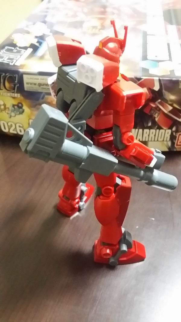 HGBF 1/144 ガンダムアメイジングレッドウォーリア作成 バズーカ砲はバックパックにつながっている。